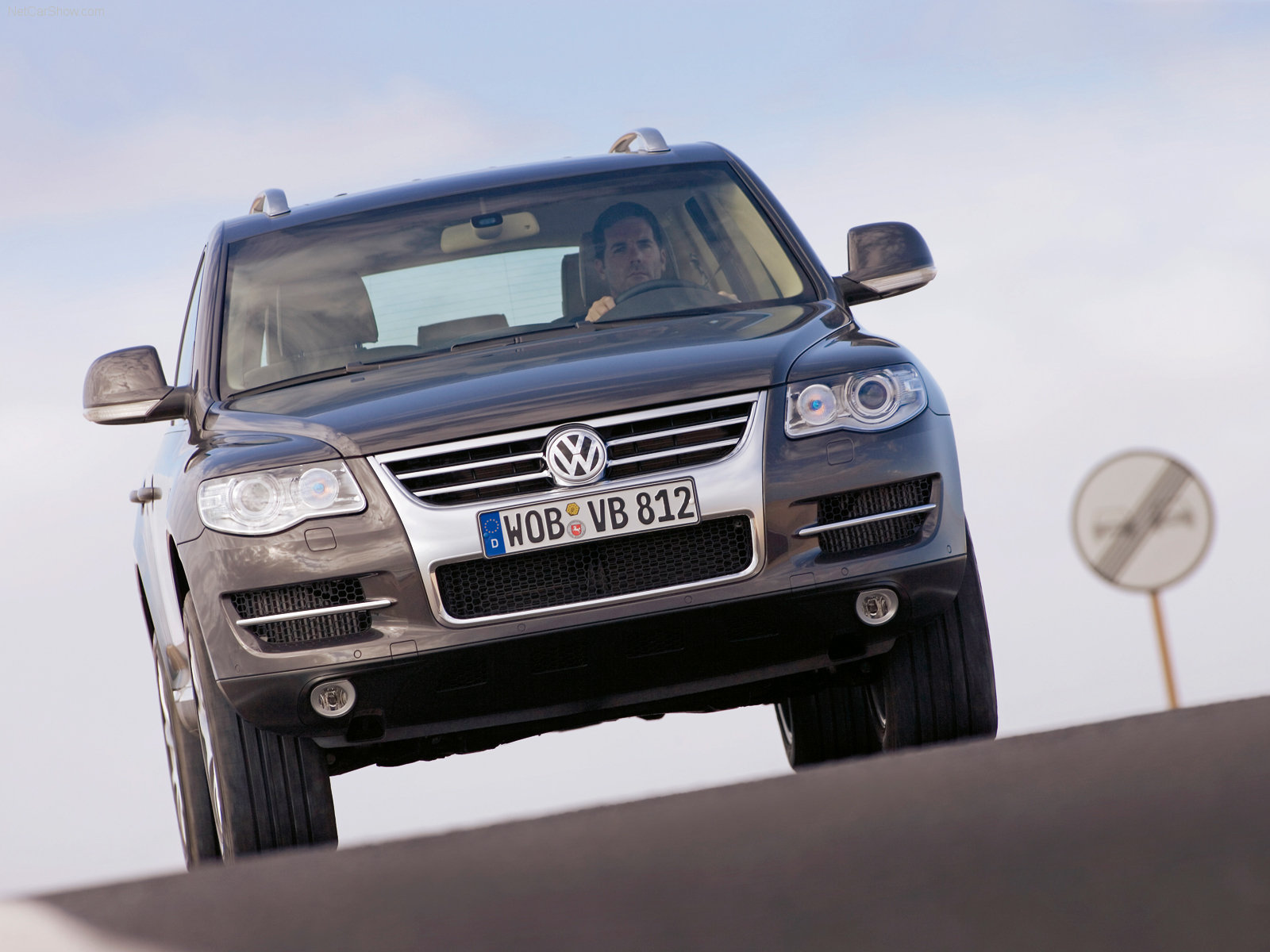 http://w04.ru/foto/Volkswagen-Touareg_2007_1600x1200_wallpaper_10.jpg