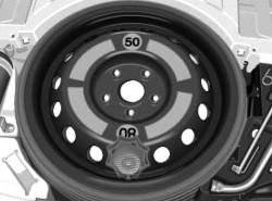 Закрепленное складное запасное колесо