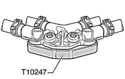 Закрывание соединительного штуцера топливных шлангов с помощью защитной пластины