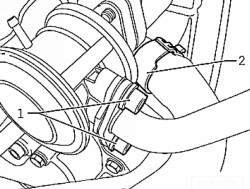 Напорный патрубок комбинированного клапана и водяной шланг