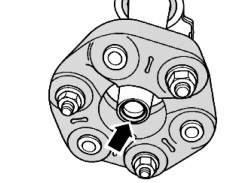 Уплотнительное кольцо на фланце заднего карданного вала