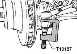 Извлечение поперечной рулевой тяги из корпуса подшипника ступицы колеса