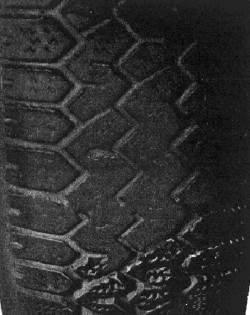 Пятна износа на протекторе из-за торможения с заблокированными колесами